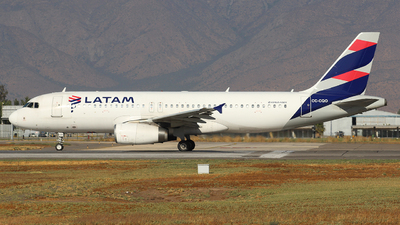 A picture of CCCQO - Airbus A320233 - LATAM Airlines - © Juan Guillermo Pacheco S.-