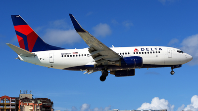 N305DQ - Boeing 737-732 - Delta Air Lines