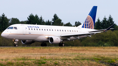 A picture of N144SY - Embraer E175LR - United Airlines - © Nick Sheeder