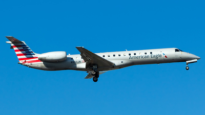 A picture of N933JN - Embraer ERJ145LR - American Airlines - © Lorenzo P
