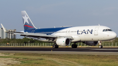 CC-BFT - Airbus A320-214 - LAN Airlines