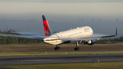 N707TW - Boeing 757-2Q8 - Delta Air Lines