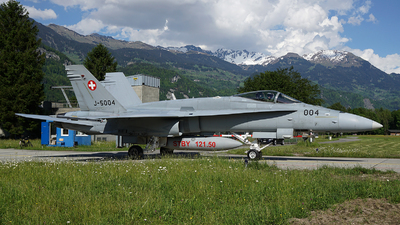 J-5004 - McDonnell Douglas F/A-18C Hornet - Switzerland - Air Force