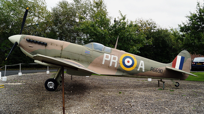 R6690 - Supermarine Spitfire Mk.1 - United Kingdom - Royal Air Force (RAF)