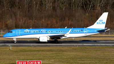 A picture of PHEXC - Embraer E190STD - KLM - © Paul Denton