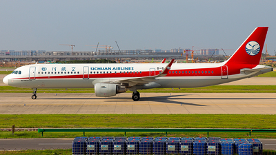 A picture of B8438 - Airbus A321211 - Sichuan Airlines - © Jinshui Road