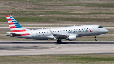 A picture of N407YX - Embraer E175LR - American Airlines - © Yixin Chen