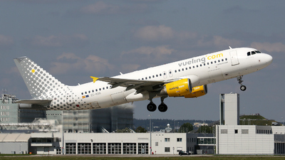 A picture of ECKDG - Airbus A320214 - Vueling - © Stefan Mayer