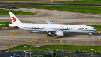 A picture of B2038 - Boeing 77739L(ER) - Air China - © libohang