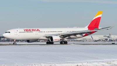 EC-LUX - Airbus A330-302 - Iberia