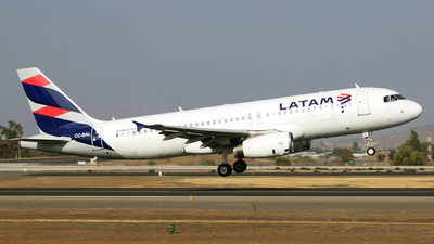 A picture of CCBAL - Airbus A320232 - LATAM Airlines - © Juan Guillermo Pacheco S.-