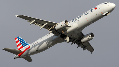 A picture of N563UW - Airbus A321231 - American Airlines - © Hector Rivera-HR Planespotter