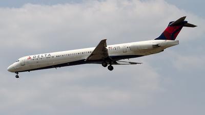 N913DL - McDonnell Douglas MD-88 - Delta Air Lines