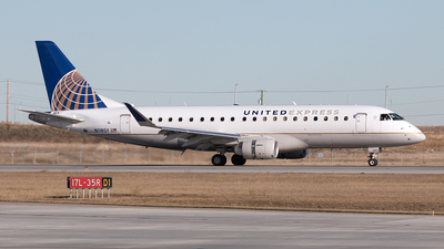 A picture of N118SY - Embraer E175LR - United Airlines - © Mike MacKinnon