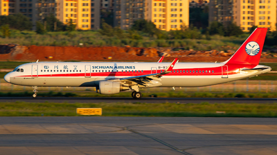 A picture of B8376 - Airbus A321211 - Sichuan Airlines - © LingFeng
