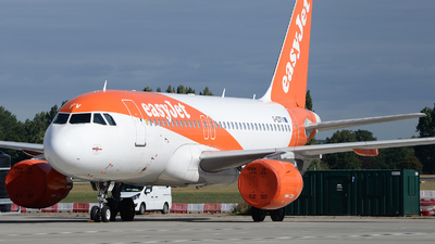 A picture of GEZFV - Airbus A319111 - easyJet - © David Oates