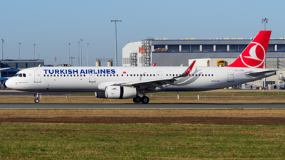 A picture of TCJTR - Airbus A321231 - Turkish Airlines - © Stefan Schmitz