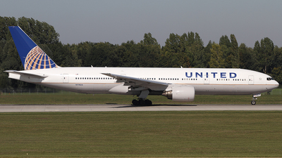 N774UA - Boeing 777-222 - United Airlines