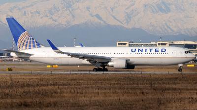 N675UA - Boeing 767-322(ER) - United Airlines