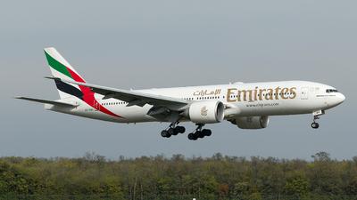 A6-EWH - Boeing 777-21HLR - Emirates