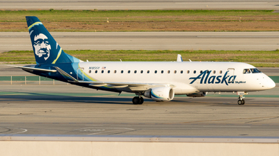 A picture of N185SY - Embraer E175LR - Alaska Airlines - © global_flyer1