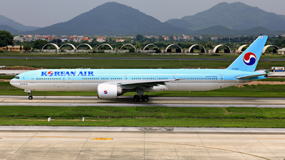 HL8209 - Boeing 777-3B5ER - Korean Air