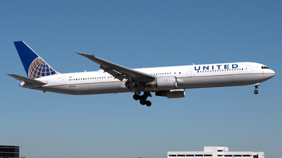 A picture of N76064 - Boeing 767424(ER) - United Airlines - © PAUL LINK