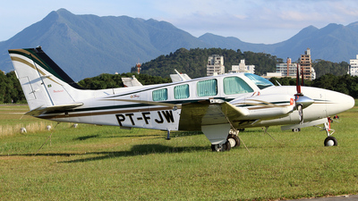 PT-FJW - Beechcraft 58 Baron - Private