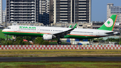 A picture of B16218 - Airbus A321211 - EVA Air - © HUNG CHIA CHEN