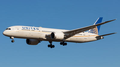 A picture of N27957 - Boeing 7879 Dreamliner - United Airlines - © walker2000
