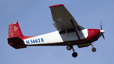 N5662B - Cessna 182 - Private