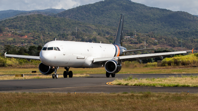 A picture of GDHJH - Airbus A321211(P2F) - Titan Airways - © Moises Moreno