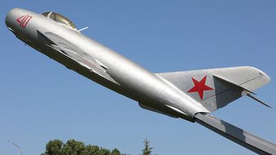 40 - Mikoyan-Gurevich MiG-17 Fresco - Soviet Union - Air Force