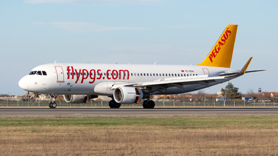 A picture of TCDCH - Airbus A320216 - Pegasus Airlines - © Robert Dumitrescu