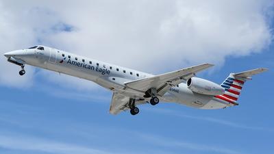 A picture of N614AE - Embraer ERJ145LR - American Airlines - © Yari Strban
