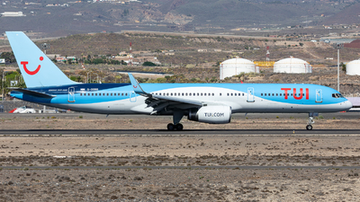 A picture of GOOBB - Boeing 75728A - TUI fly - © Stefan Kronqvist