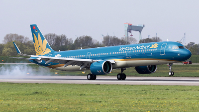 D-AYAT - Airbus A321-272N - Vietnam Airlines