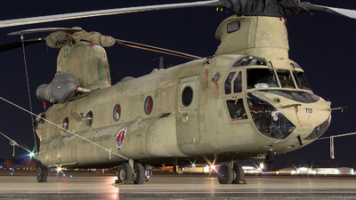04-08713 - Boeing CH-47F Chinook - United States - US Army