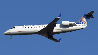 A picture of N470ZW - Mitsubishi CRJ200LR - United Airlines - © DJ Reed - OPShots Photo Team