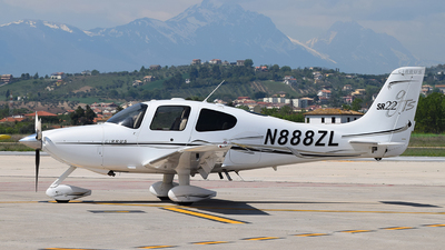 A picture of N888ZL - Cirrus SR22 - [2204] - © Jacopo D'Intino