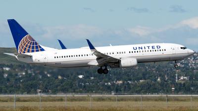 N12221 - Boeing 737-824 - United Airlines