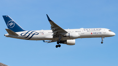A picture of N705TW - Boeing 757231 - Delta Air Lines - © Yishai Howe