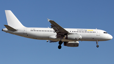 LY-VEQ - Airbus A320-232 - Vueling Airlines (Avion Express)