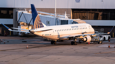 A picture of N752YX - Embraer E175LR - United Airlines - © Jim Li