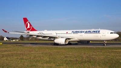 A picture of TCLOA - Airbus A330343 - Turkish Airlines - © Bjorn van der Velpen