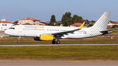 A picture of ECMBT - Airbus A320232 - Vueling - © Carlos Miguel Seabra