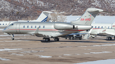 A picture of XAARO - Bombardier Challenger 300 - [20200] - © Oliver J Semple