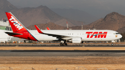 A picture of PTMSO - Boeing 767316(ER) - LATAM Airlines - © MartinezRoe7