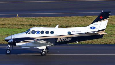 A picture of N117MF - Beech C90 King Air - [LJ779] - © Zihaoo W & Donny H Photography