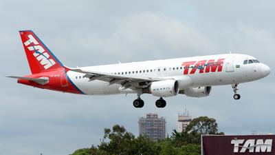 PR-MYR - Airbus A320-214 - TAM Linhas A�reas